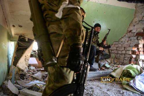 Pro-Russian rebels hide from enemy bullets