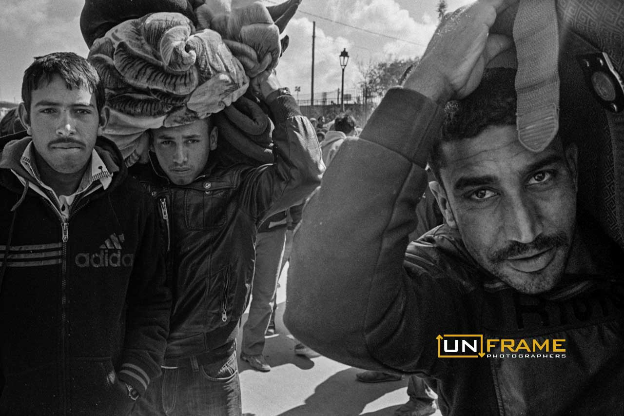 Egyptian workers fleeing Gaffafis violence at the Lybia Tunisia Border