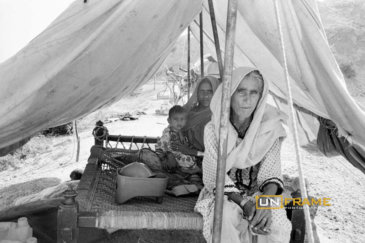 Makeshift refugee camp near a highway during the 2010 Pakistan Flood. Jamshoro, region of Sindh.