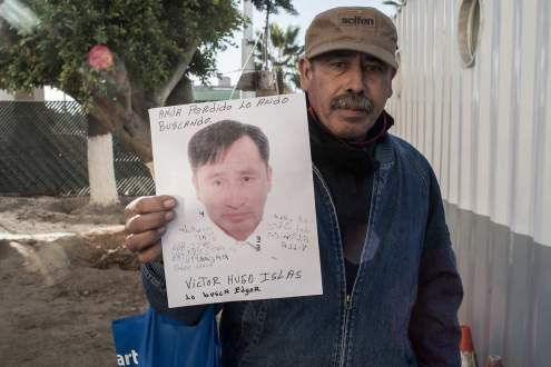 A Man looks for his friend deported in Tijuana