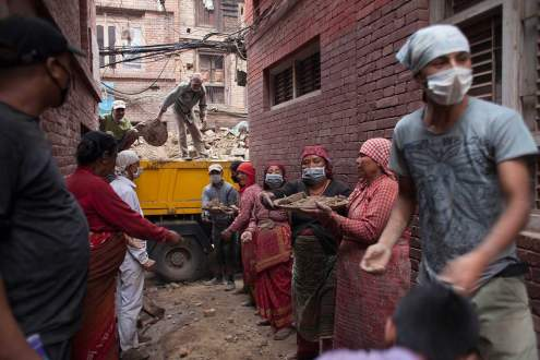 People is helping for relief pst the earthquake in Nepal